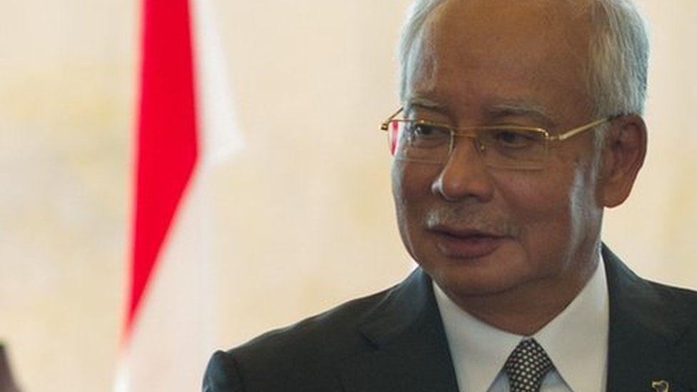 Malaysian Prime Minister Najib Razak (R) leads the way as Indonesia's President Joko Widodo (L)