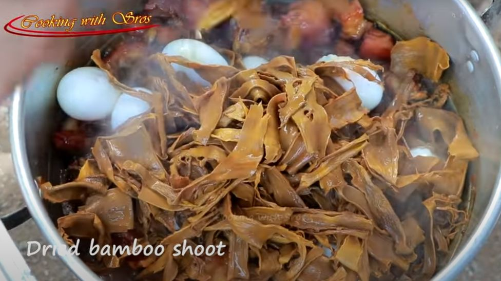 Screen grab from a YouTube video for a recipe with bamboo shoots.