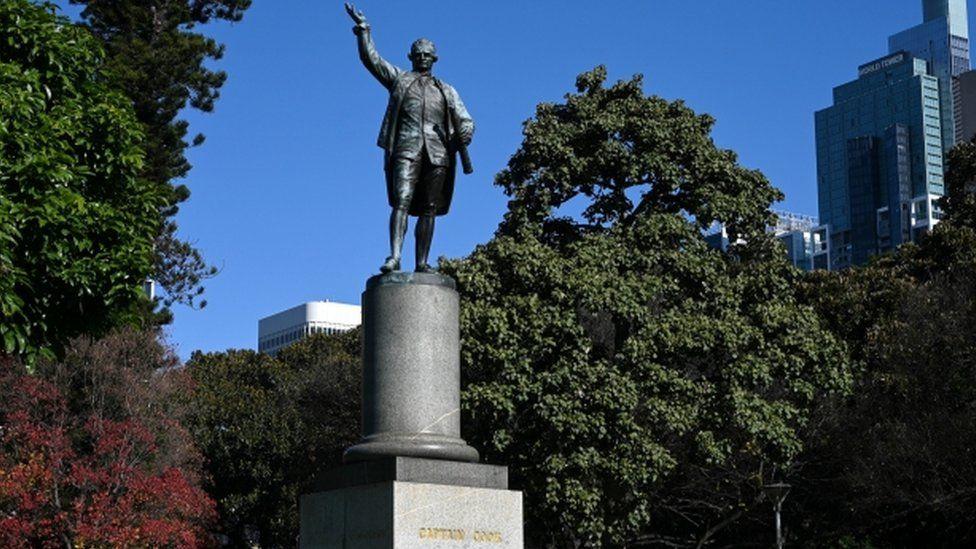 Captain Cook statue in Sydney