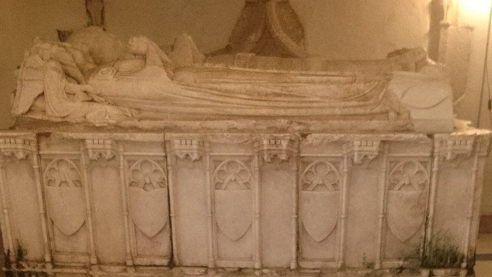 Beddrod Sant Credifael