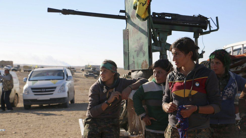 Kurdish fighters from the Popular Protection Units (YPG) gather near the Syrian town of al-Houl in Hassakeh province (14 November 2015)