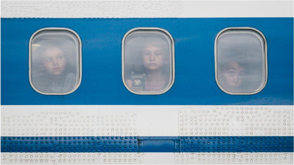 Діти в літаку