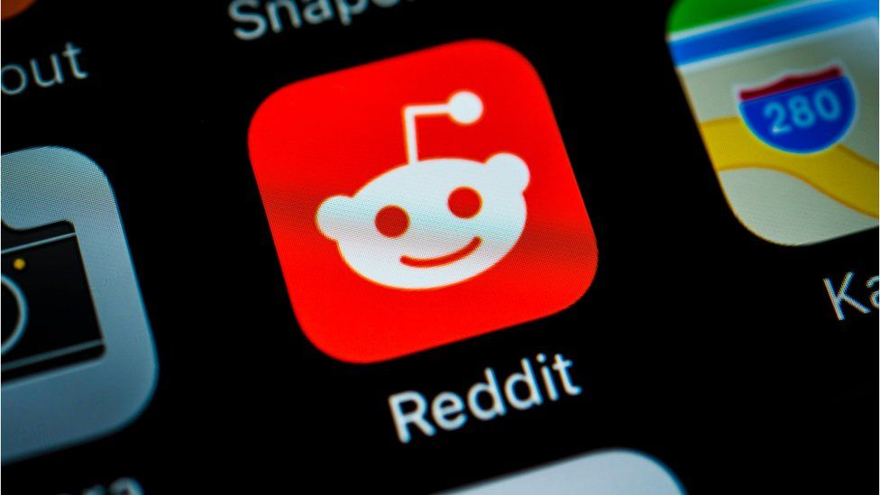 Smartphone screen with Reddit icon