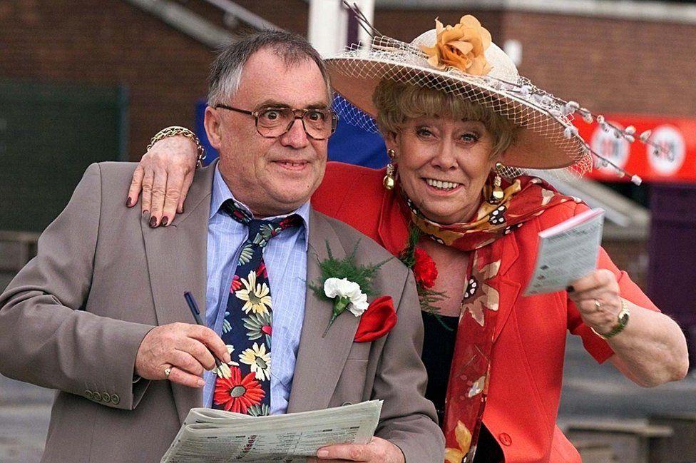 Liz Dawn with her Coronation St husband Jack played by Bill Tarmey