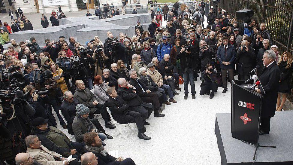 Austria President Heniz Fischer unveils monument in 2014