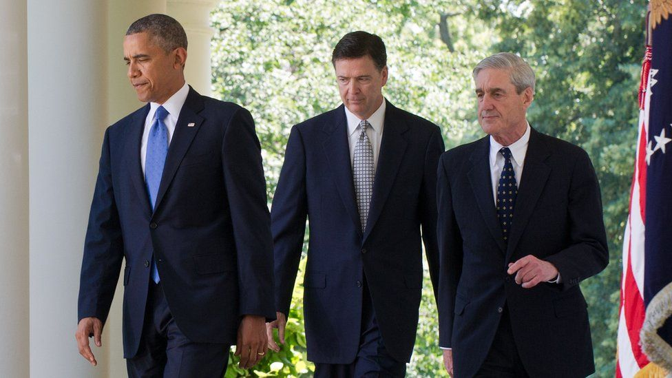 US President Barack Obama (L) walking from the Oval Office with outgoing Federal Bureau of Investigations (FBI) Director Robert Mueller (R) and Obama's nominee to replace him, James Comey, 2013
