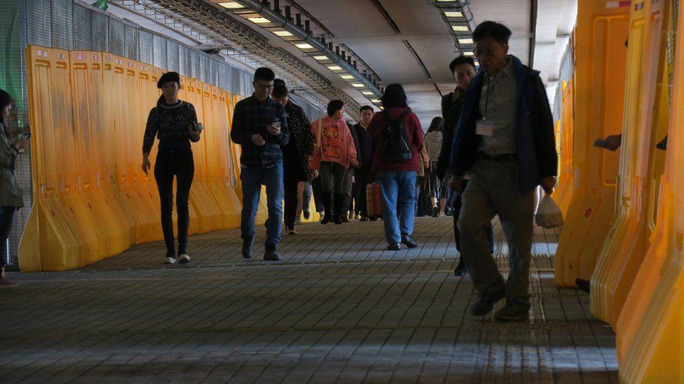 香港理工大学南侧横跨红磡海底隧道收费站的人行桥(3/1/2020)