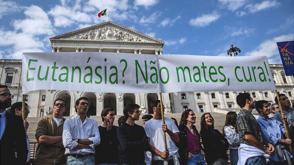 Anti-euthanasia protest in Lisbon, 20 Feb 20