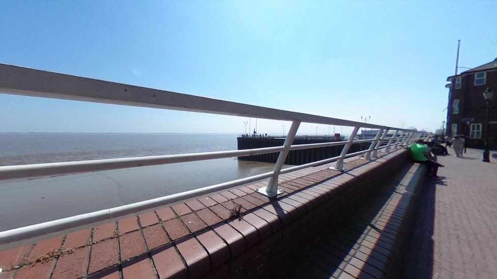 General view of the pier head overlooking the Humber estuary