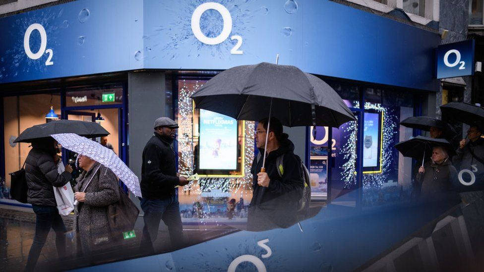 O2 store reflected ion phone screen