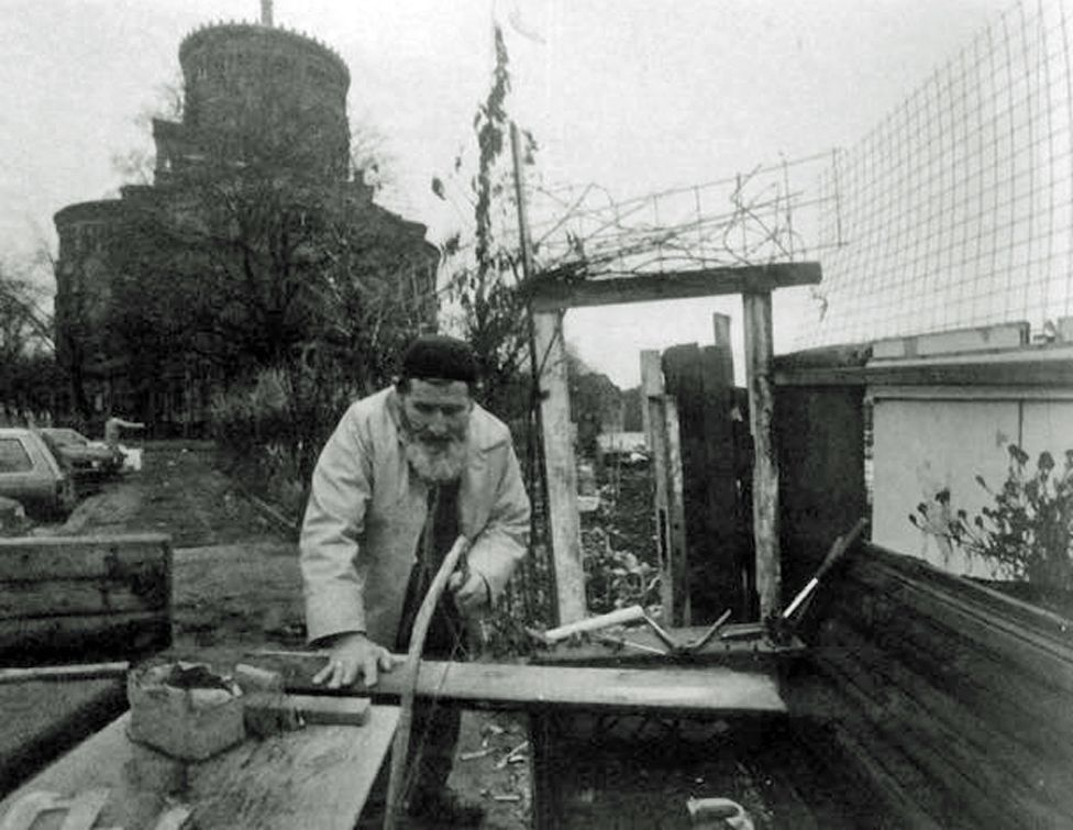 Osman kilisenin kuyusundan su çekerken