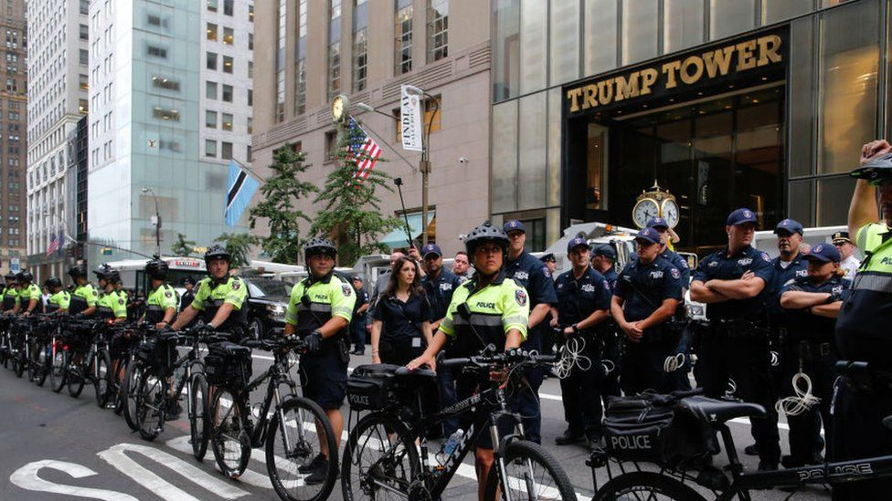 police block access to Trump Tower