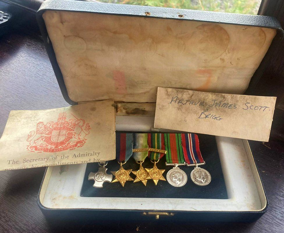Duplicate war medals, with a note listing and describing them and his name