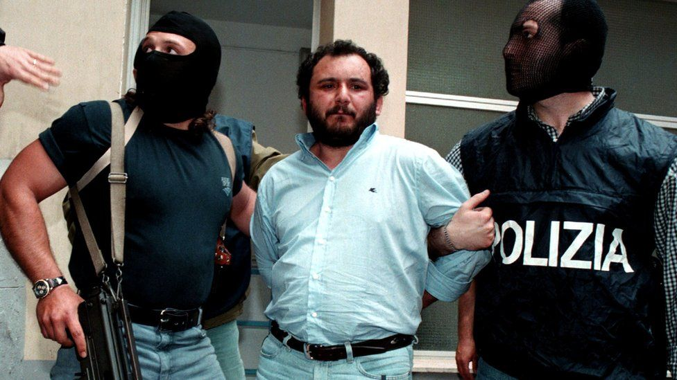 Giovanni Brusca held by two anti-mafia police after being arrested