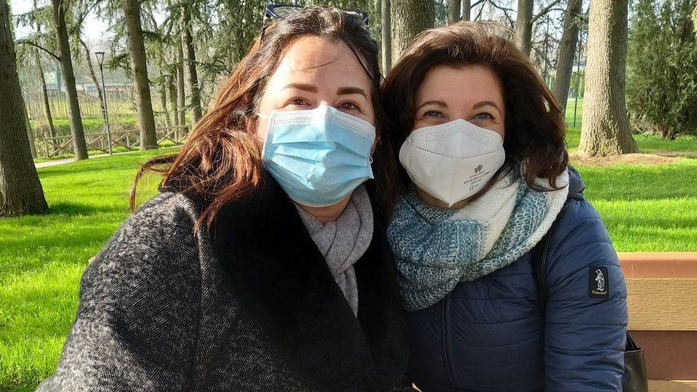 Simona Camosci (L) and Silvia