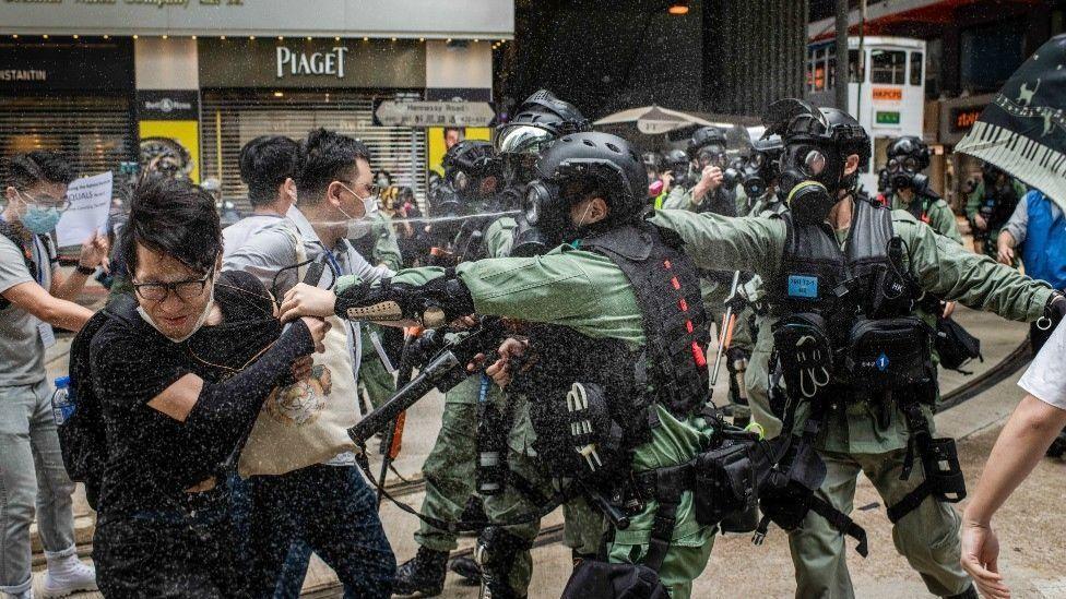 Incidentes entre la policía y manifestantes de Hong Kong.