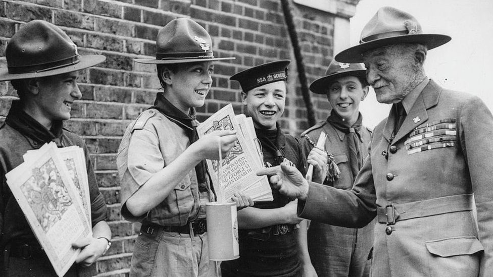 Baden-Powell-talking-to-scouts