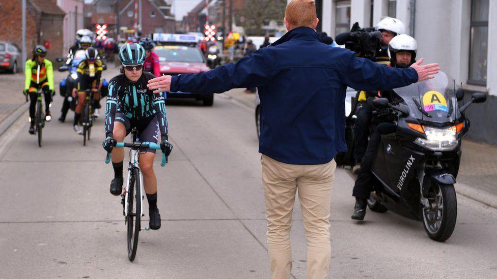 """إيقاف سباق دراجات للنساء في بلجيكا لأنهن """"أسرع من الرجال"""""""