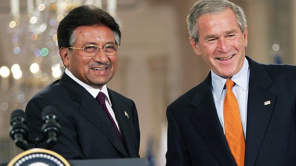 US President George W. Bush (R) shakes (shaking) hands with Pakistani President Pervez Musharraf (L) in 2006 press conference