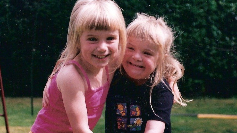 Heidi and Suzie as young children
