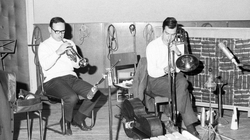 Ennio Morricone playing a trumpet in a rehearsal studio with Gruppo di Improvvisazione Nuova Consonanza