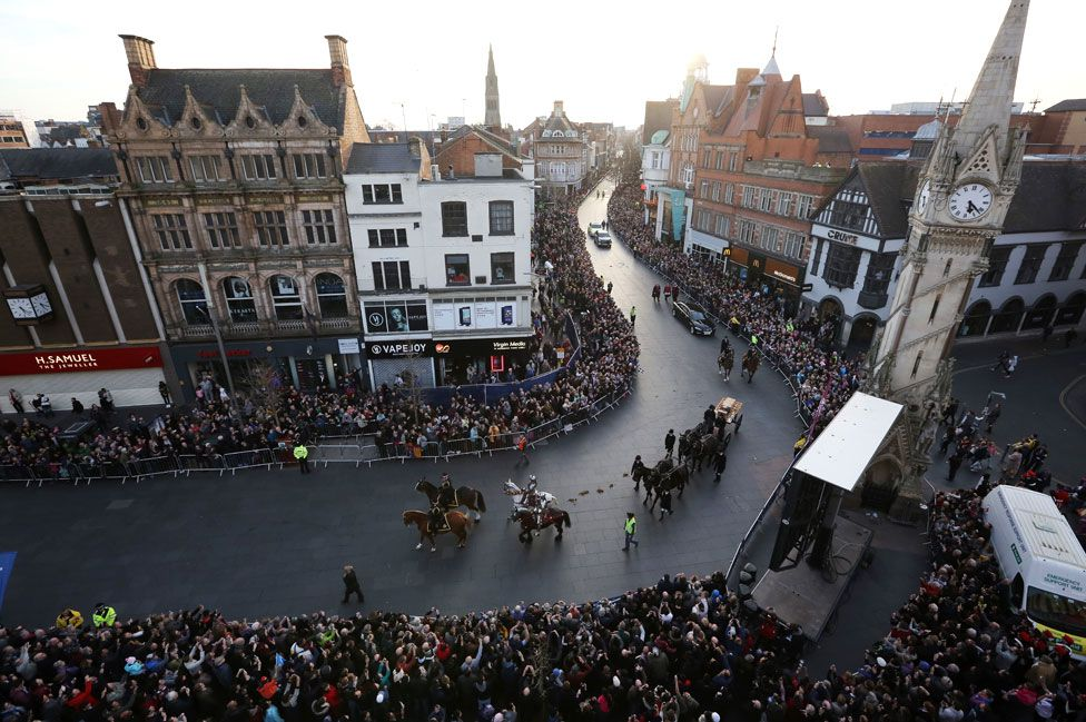 Richard III taken to the cathedral