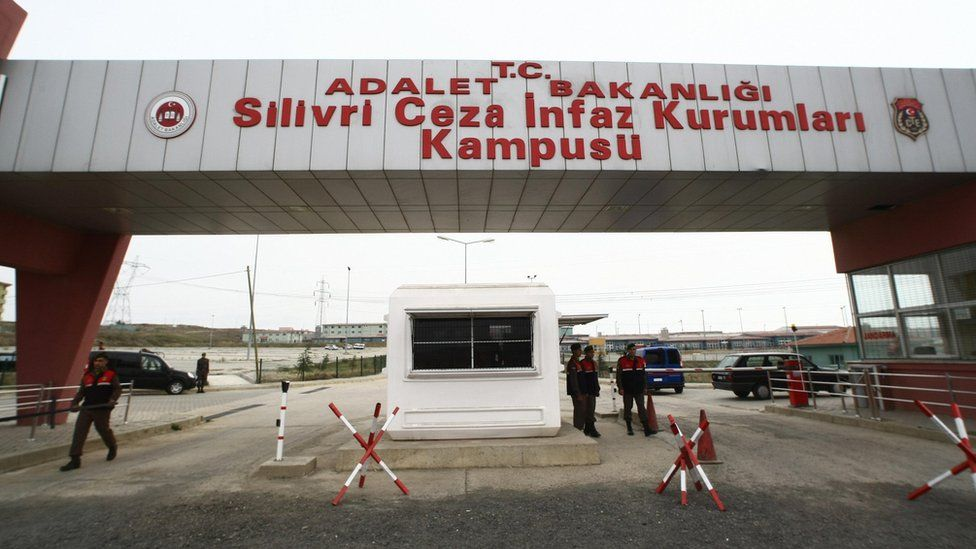 File photo showing the entrance to Silivri prison, west of Istanbul (19 October 2008)