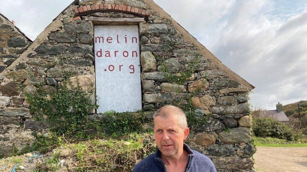 Geraint Jones o flaen Melin Daron