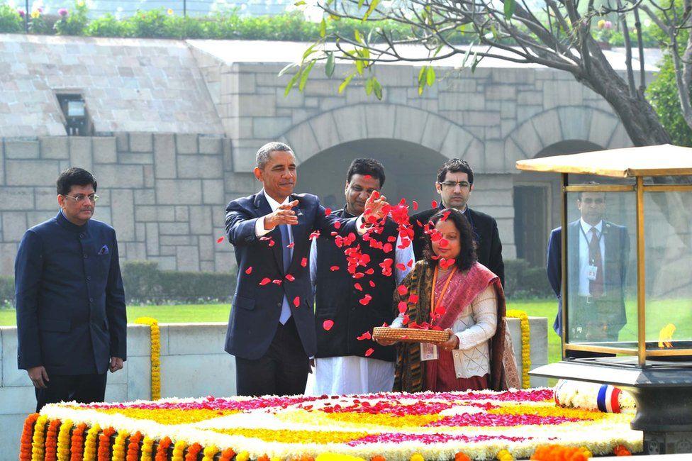 US President Barack Obama paying floral tributes at the samadhi of Mahatma Gandhi at Rajghat in Delhi.