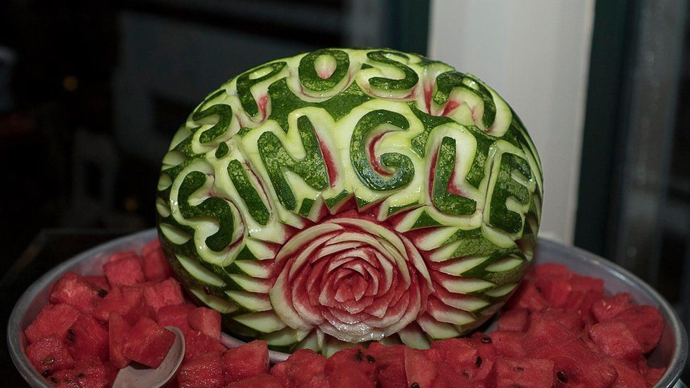 Carved watermelon at the solo wedding of Laura Mesi