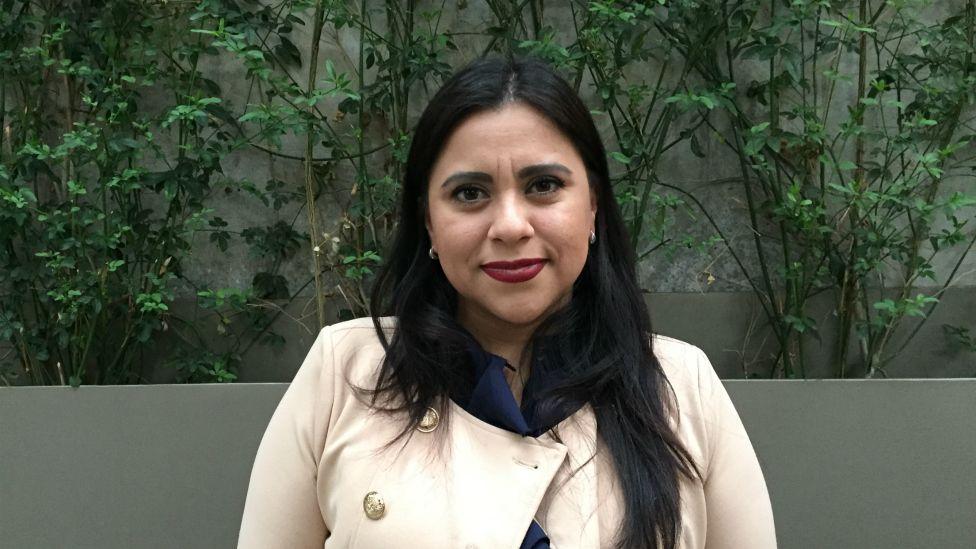 """Ciberacoso: """"Pasé de ser la 'gordibuena' del video sexual que criticaba todo el pueblo a que 11 estados de México aprobaran una ley con mi nombre"""""""