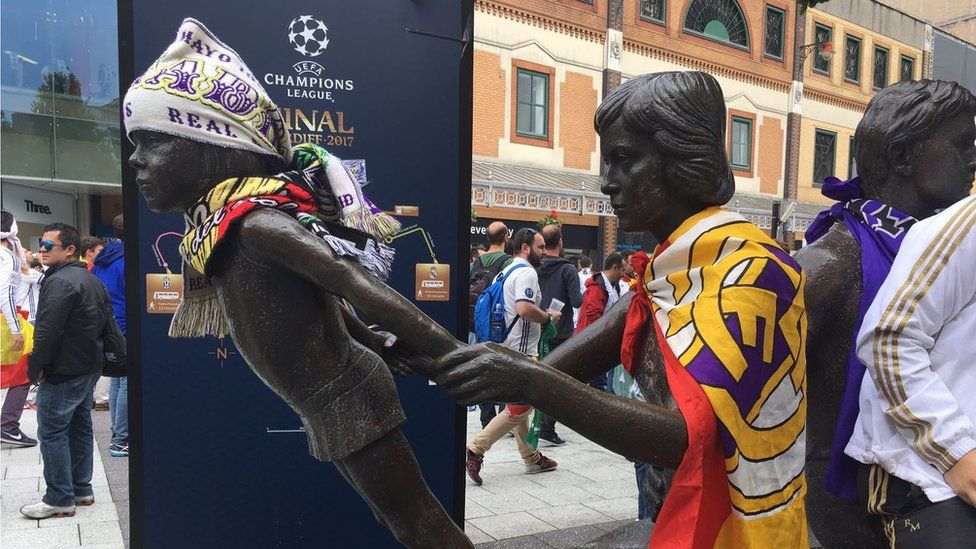 Cardiff statues