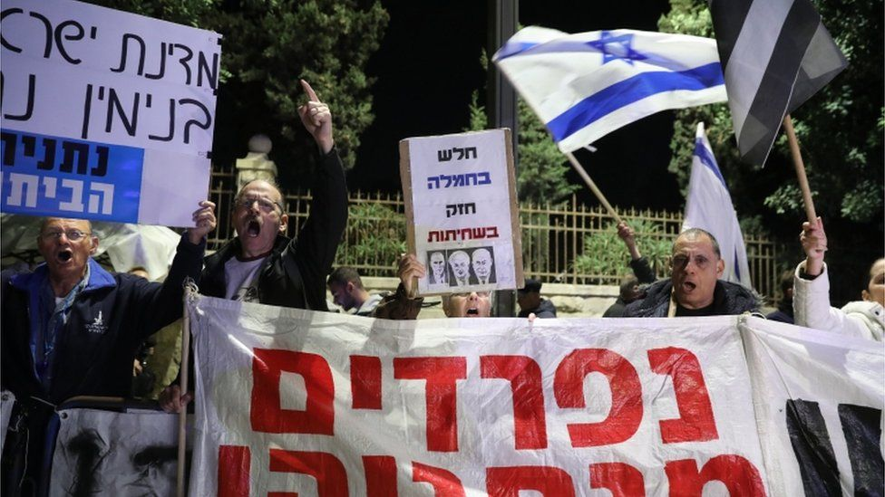 Protesters against Mr Netanyahu outside the prime minister's residence in Israel
