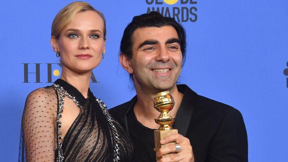 Akın sahneye filmin başrol oyuncusu Diane Kruger ile birlikte çıktı.