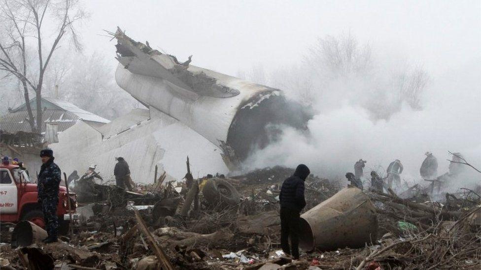 Debris at the crash site outside Manas airport outside Bishkek, Kyrgyzstan (16 Jan 2017)