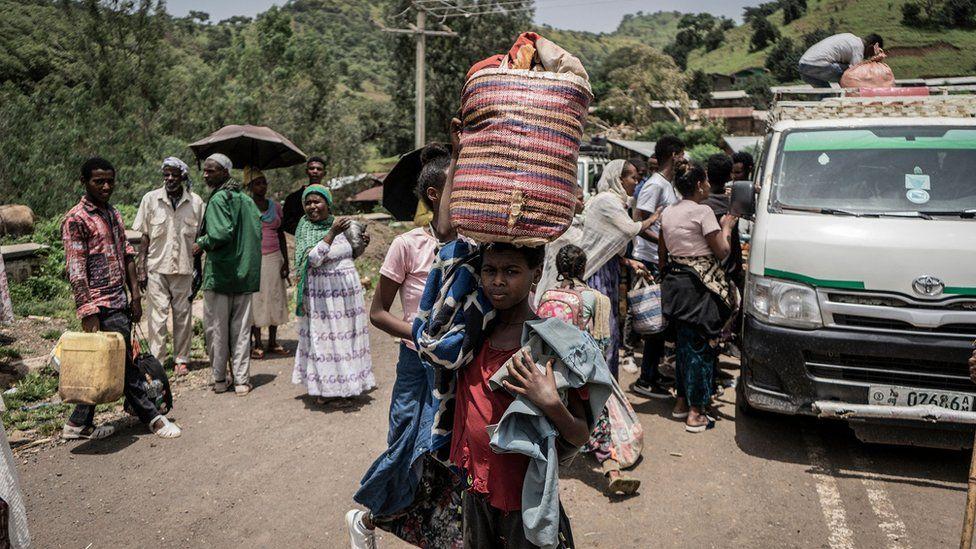 Tsiviilisikud, kes põgenevad võitluste eest Etioopias Amhara piirkonnas Zarimas