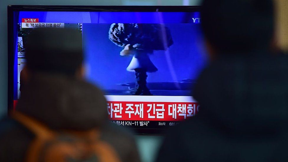 People in Seoul watch a news report on North Korea's first hydrogen bomb test