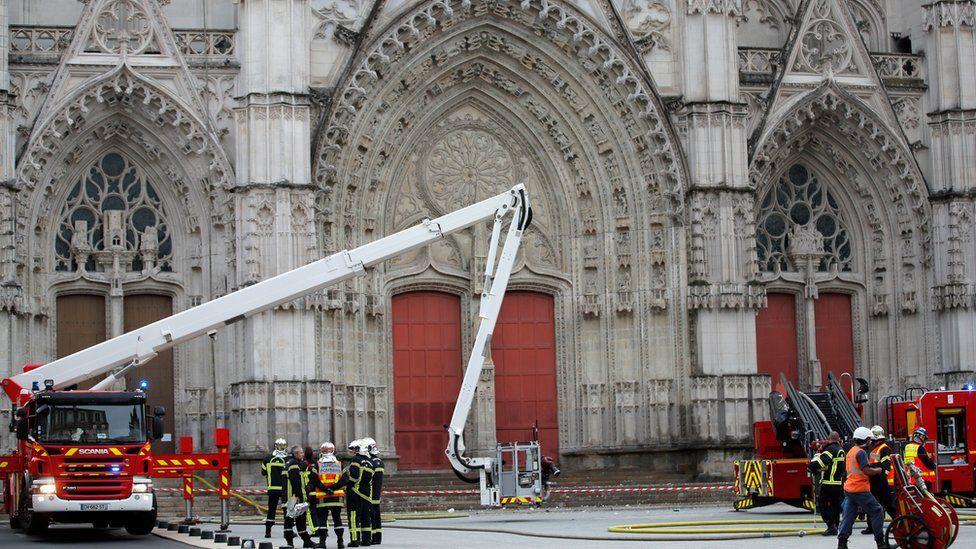 fire crews at nantes cathedral