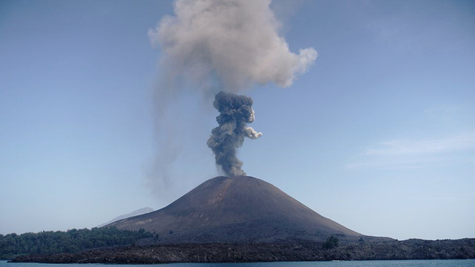 anak krakatau volcanologist explains indonesia eruption images