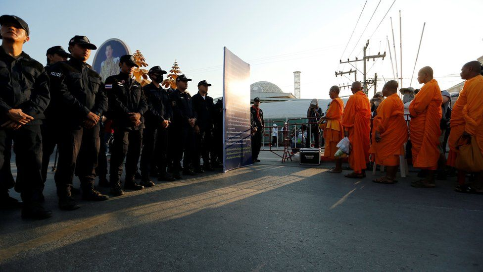 Thai police block Buddhist monks at the gate of Dhammakaya temple in Pathum Thani province, Thailand February 16, 2017.