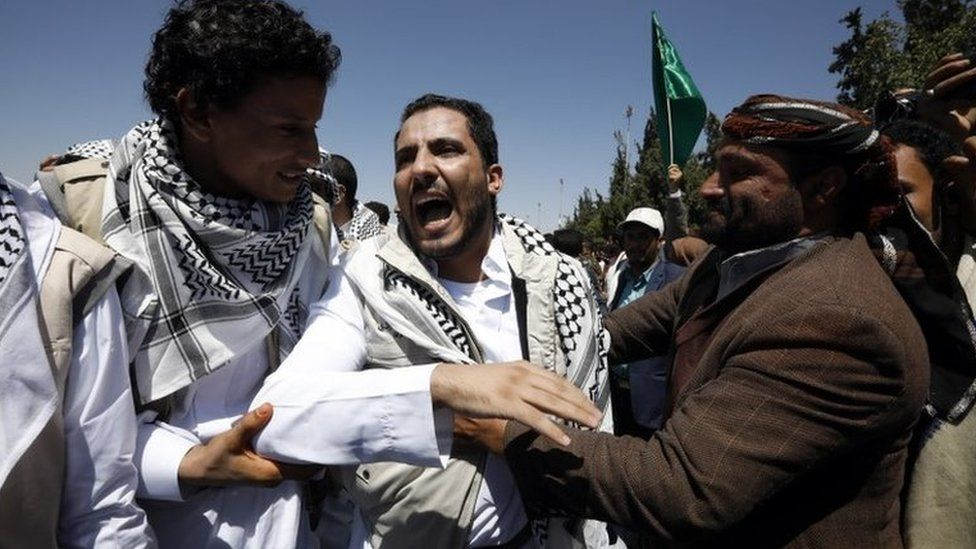A Houthi supporter freed under a prisoner swap with Yemen's government reacts as he meets relatives upon his arrival at Sanaa's airport (16 October 2020)