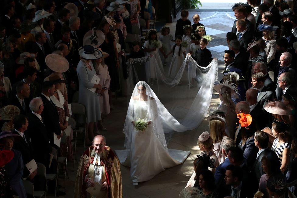 Royal Wedding Dress Meghan Markle.Royal Wedding 2018 Meghan Markle S Givenchy Dress In Detail Bbc News