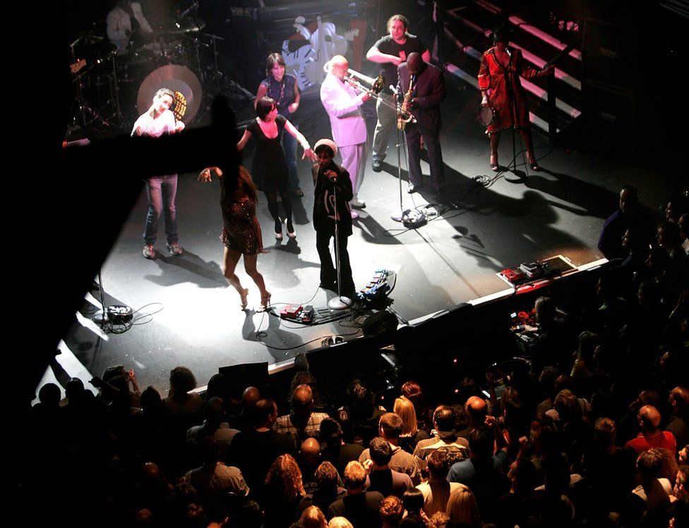 Prince performs in 2007