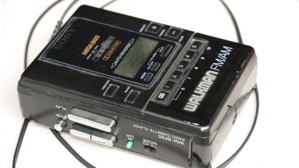 Dyma ddechreuodd y chwildro cerddorol? Y Walkman // The first shot in the music revolution? Music on the move with the Walkman