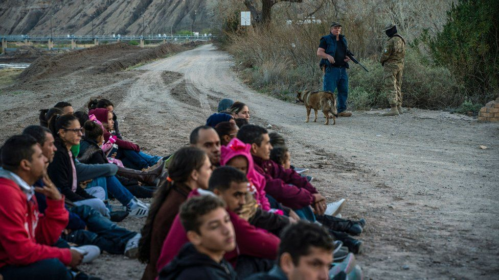 A group of about 30 Brazilian migrants who had just crossed the border in Sunland Park, New Mexico, on March 20, 2019, as they wait for US Border Patrol to pick them up