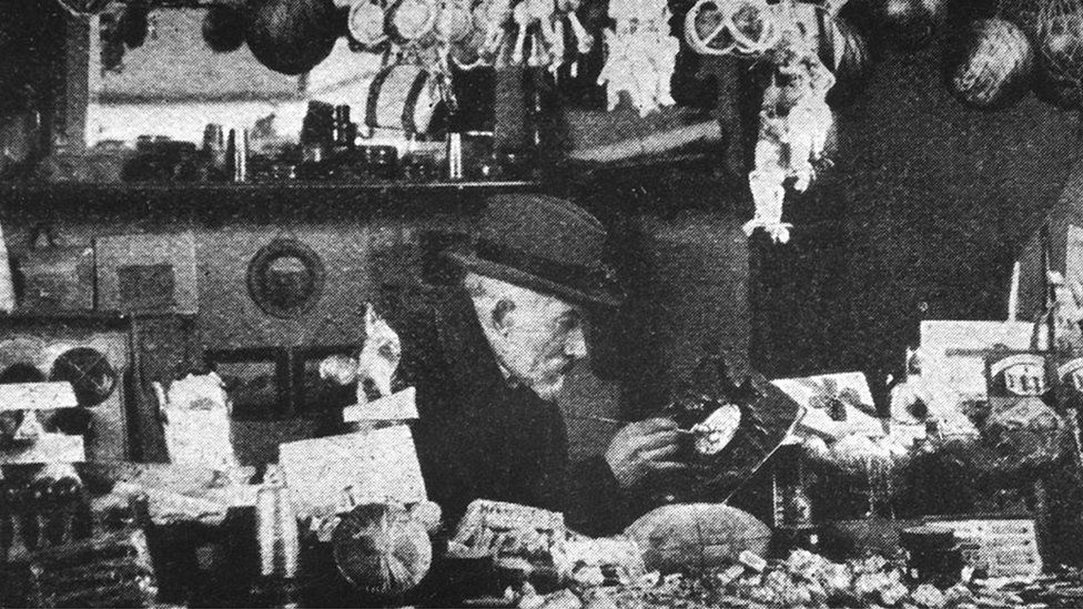 Georges Méliès first worked as a theatrical showman with performances around magic and illusion, before making films using innovative techniques