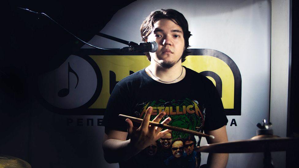 Дело о закладках и смерть на рельсах музыканта группы Insomnia в Омске
