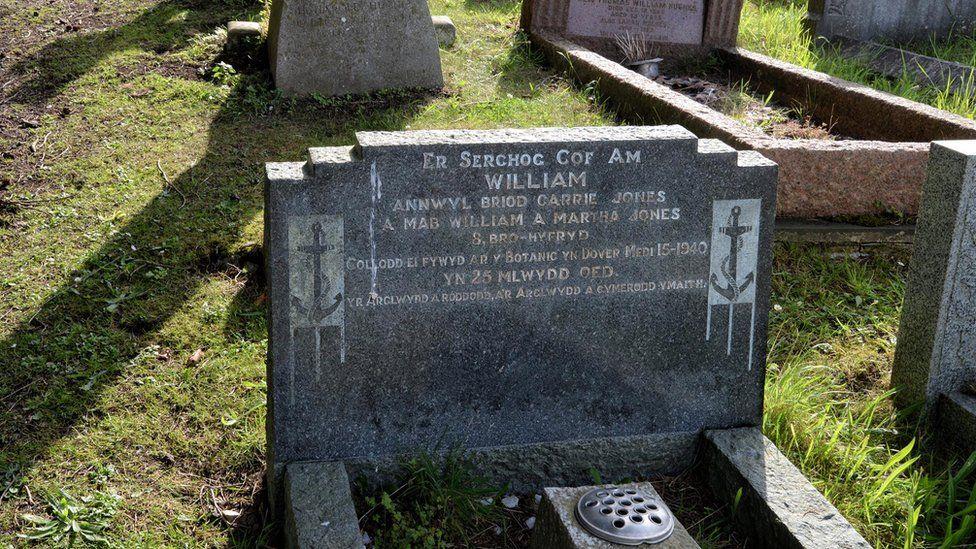 Photo of the grave of William Jones