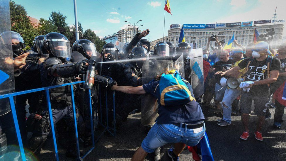Police use pepper spray on Romanian protesters