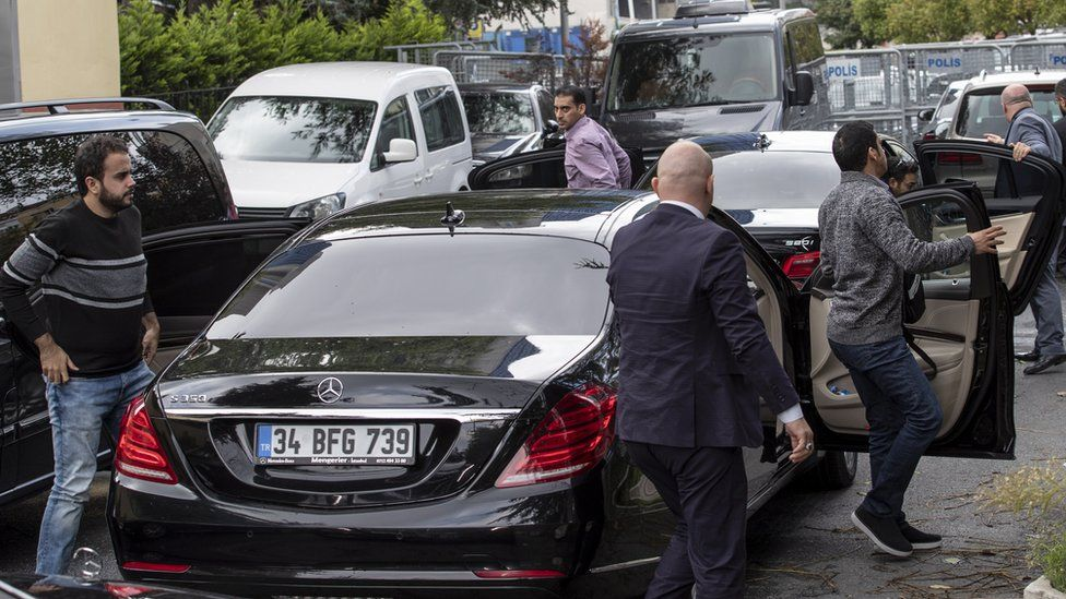 Saudi officials arrive at Saudi consulate in Istanbul, Turkey, 12 October 2018.